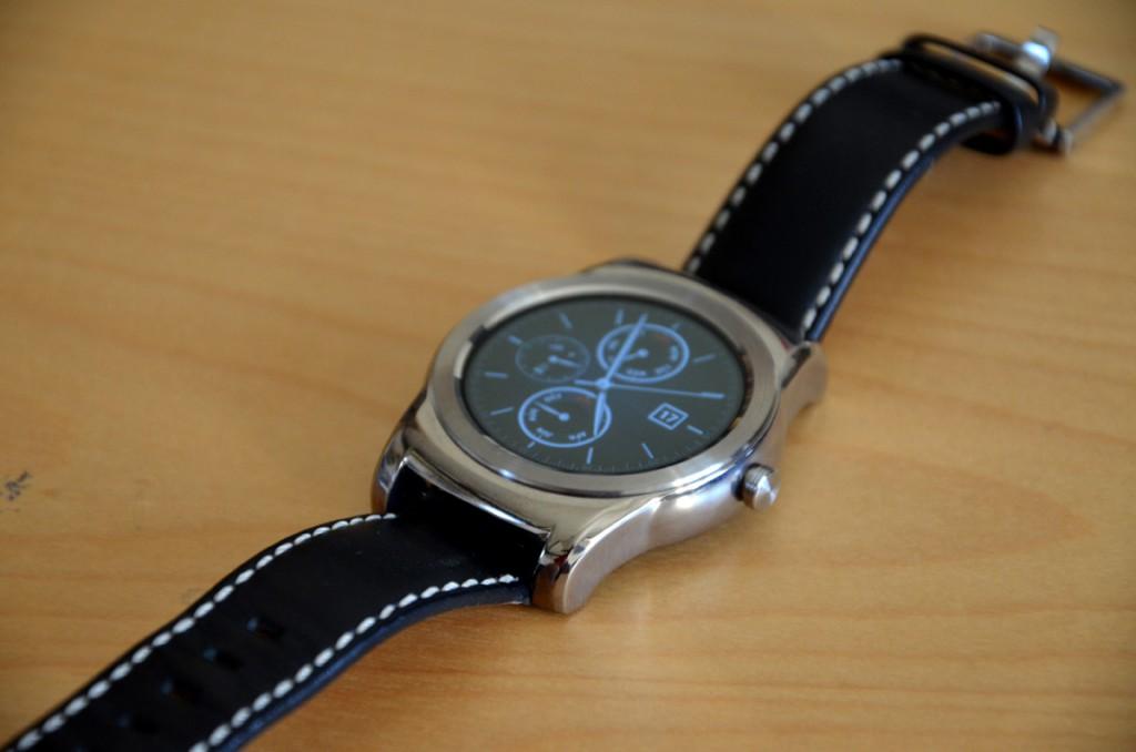 LG-Watch-Urbane-iPhone2