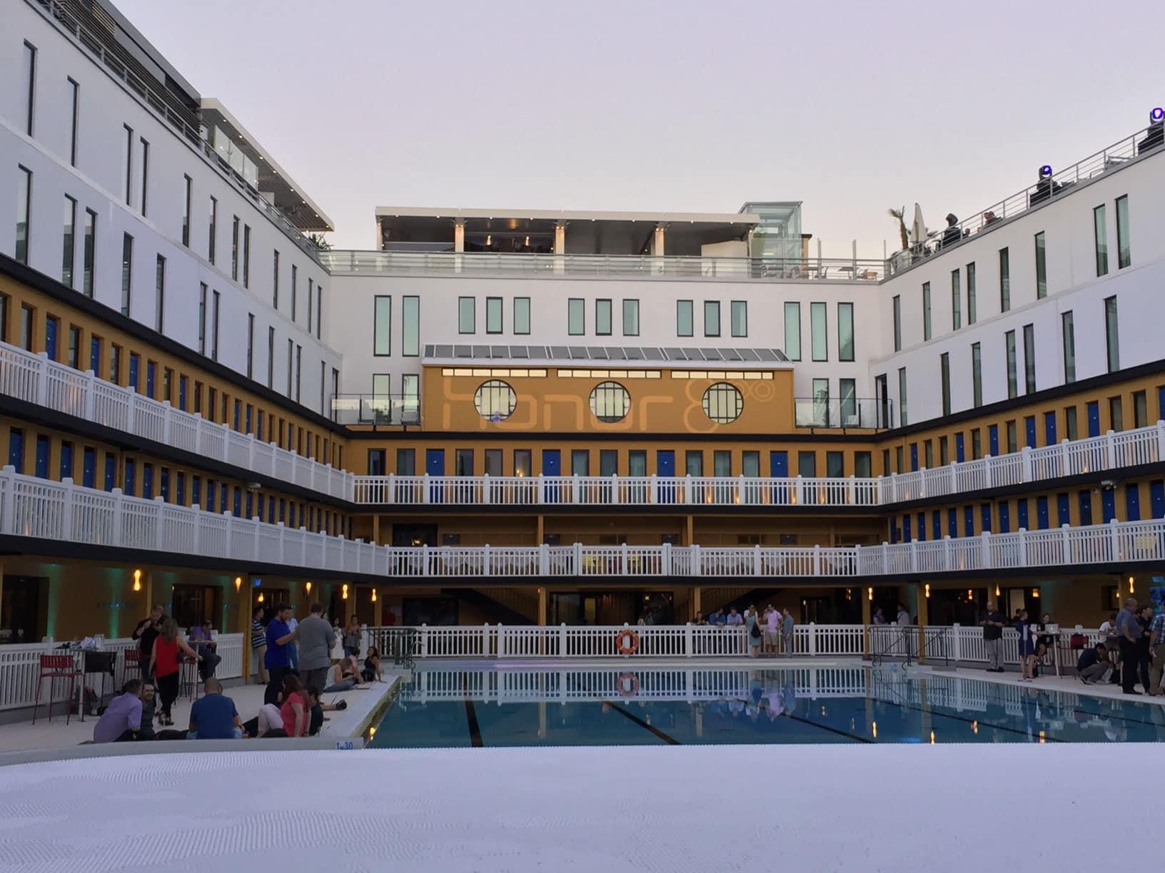 Retour sur la soir e de lancement du honor 8 la piscine for Piscine molitor prix