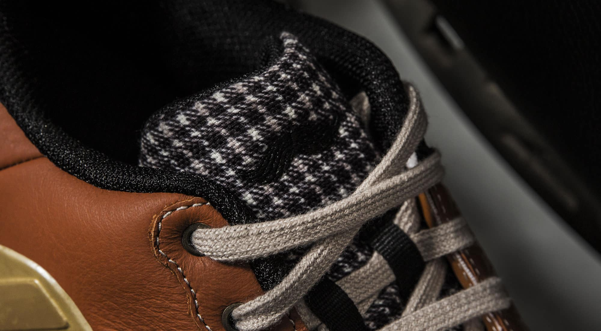 new products f5b72 6bfb3 Une Limitée Mustachio Barricade Adidas thm Magazine Édition