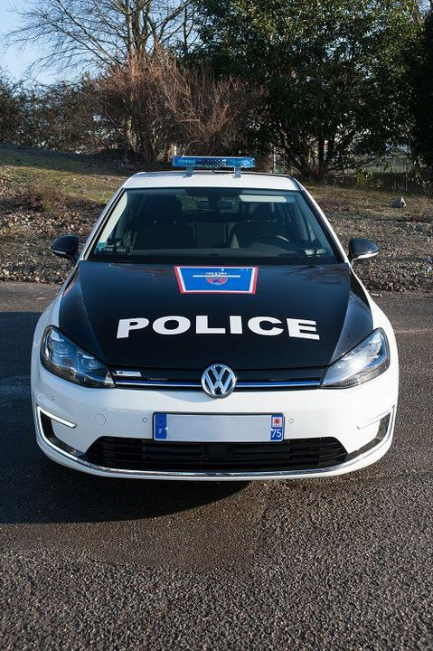 volkswagen des e golf lectriques pour la police de paris thm magazine. Black Bedroom Furniture Sets. Home Design Ideas