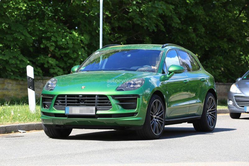 Le Porsche Macan restylé surpris avec un léger camouflage