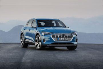 Audi etron 2018 bleu suv electrique
