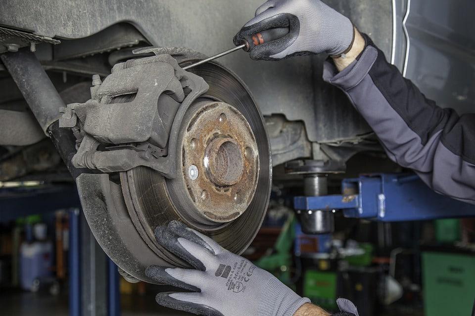 Automobile : comment nettoyer et entretenir ses freins