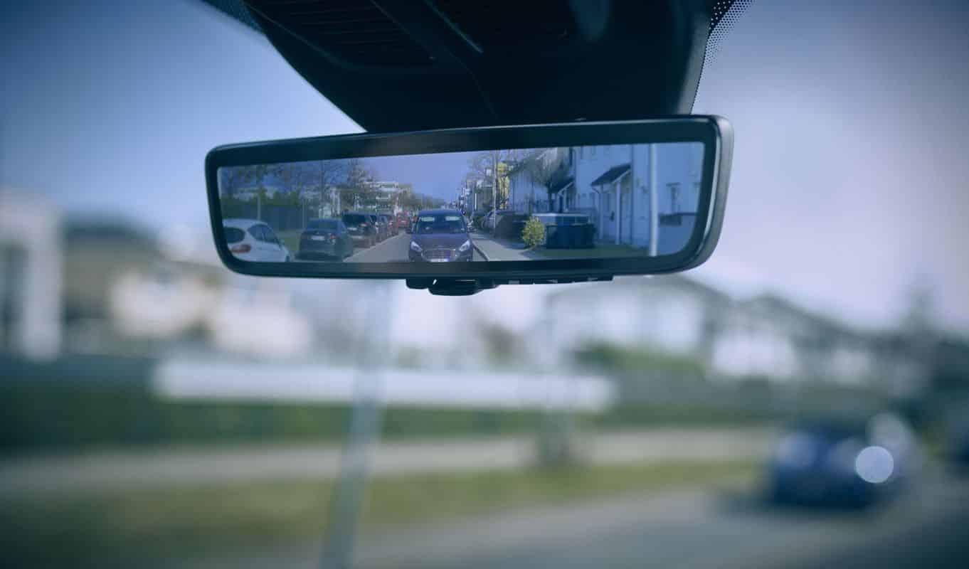 Le nouveau «rétroviseur intelligent» de Ford permet de voir à travers les portes d'un utilitaire